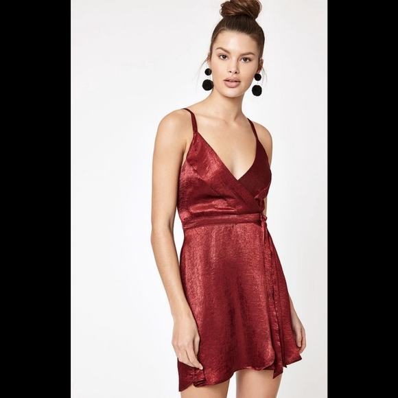 Kendall & Kylie Dresses & Skirts - Kendall & Kylie Red silk like dress